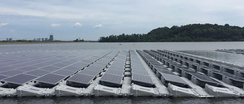 シンガポールの過去最大級のフロート式太陽光システム